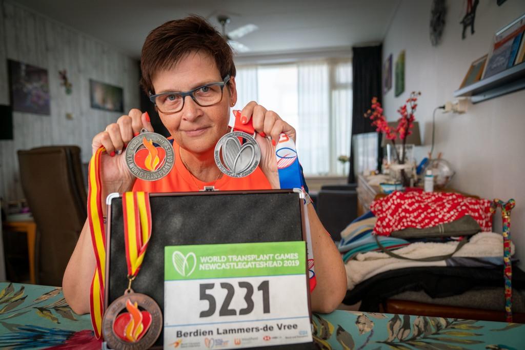 Berdien Lammers met haar medailles. Foto Erik van 't Hullenaar