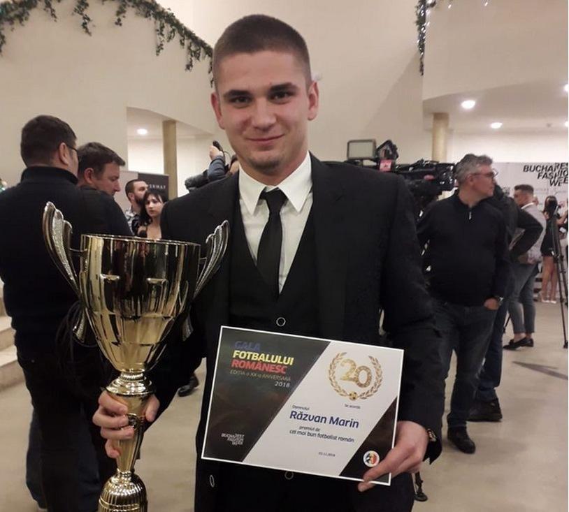 """Marin werd begin december gehuldigd als beste Roemeense voetballer van 2018. """"Ik word nu wel vaker herkend als ik ga shoppen of op straat wandel. En ik moet wat meer op de foto gaan."""" Karel Draye"""