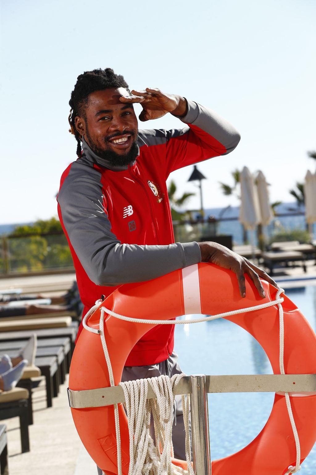"""Luyindama in Marbella. """"Ik ben bij Standard, werk hier en voel me hier goed. Ik wil blijven en play-off 1 spelen."""" Photo News"""