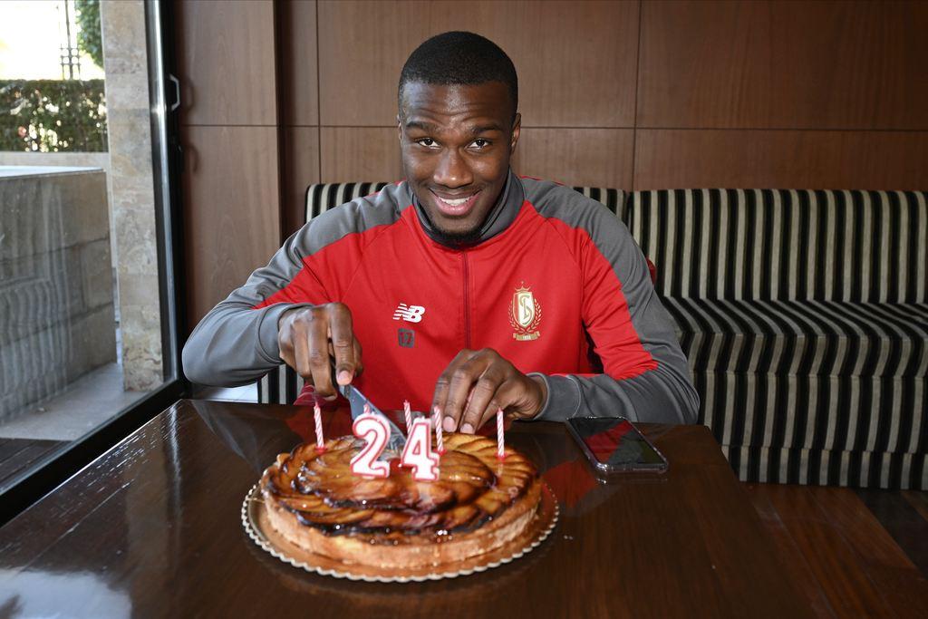 Oulare kreeg gisteren appeltaart voor zijn verjaardag. Photo News