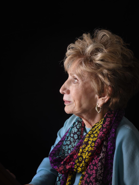 'Het enige wat ik wilde was niet opvallen, assimileren, altijd, overal. Ik veranderde voortdurend in wie anderen wilden dat ik zou zijn. Tot ik eindigde in het concentratiekamp waar mijn bestaan voorgoed moest worden weggewist'. foto Mark Kohn