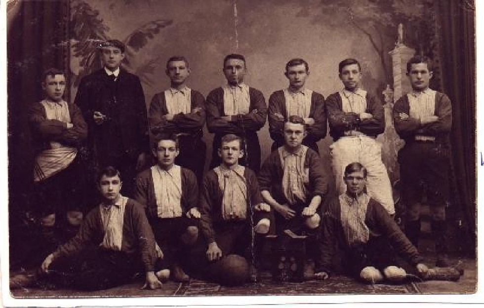 De oudste elftalfoto van de 120- jarige voetbalclub Phenix in Enschede. Deze is gemaakt in het oprichtingsjaar 1901. PHENIX