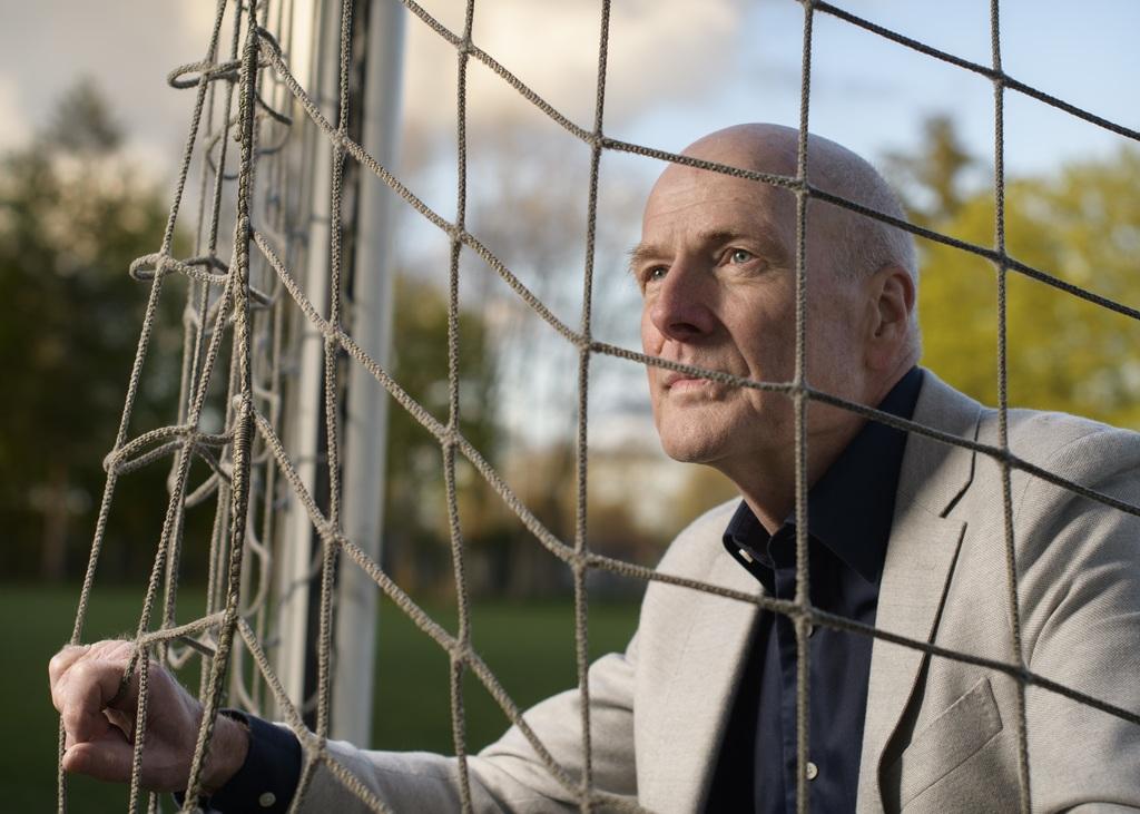 """Henk Bolhaar vreest voor de solidariteit in Twentse voetbalwereld. """"De samenwerking van Achilles Enschede met voetbalschool PFA betekent dat er straks op commerciële basis clubvoetbal wordt gespeeld."""" Foto Cees Elzenga"""